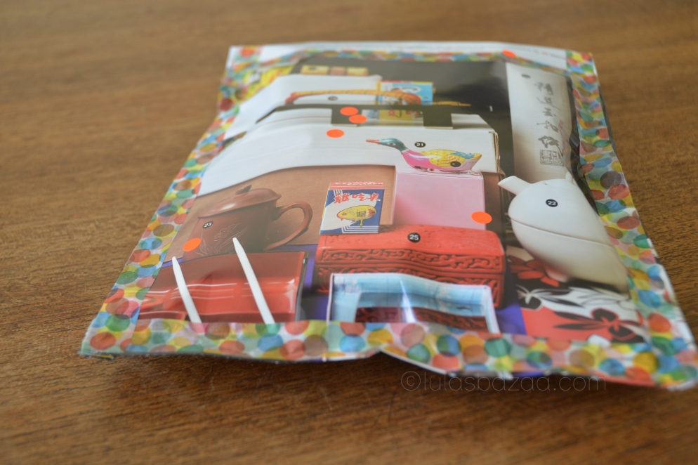 easy giftwrapping with glossy mags and noen dots