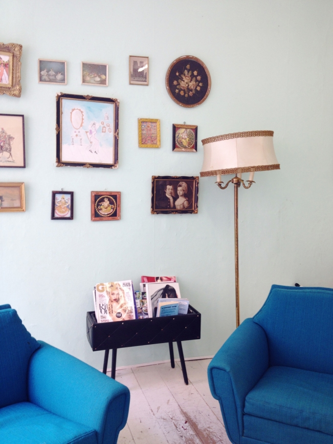 Eclectic interior with blue chairs